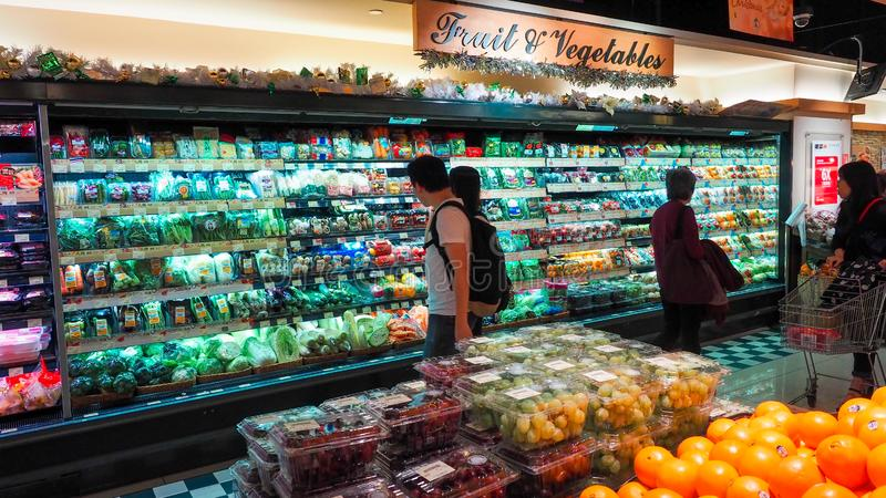 Hong Kong - DEC 11,2016: vegetal de compra no supermercado de Hong Kong, editorialt imagens de stock royalty free
