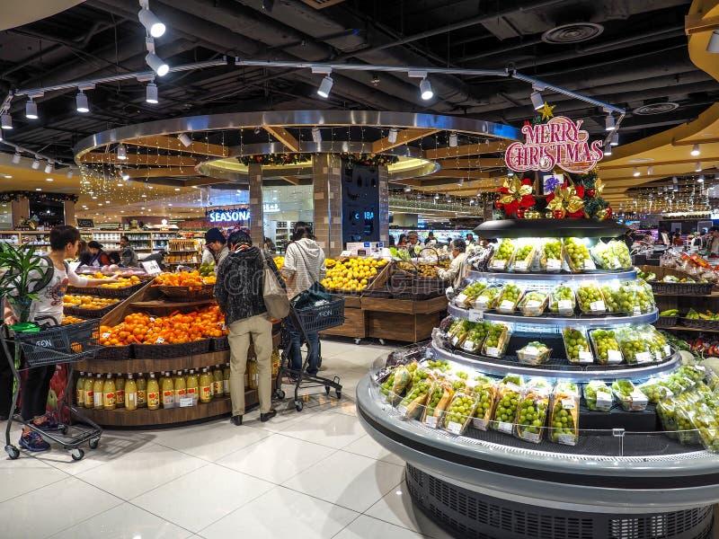 Hong Kong - DEC 9,2016: vegetal e fruto de compra no supermercado de Hong Kong, editorialt imagens de stock royalty free
