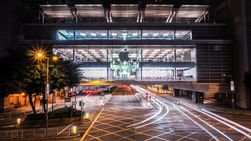 Hong Kong - December 10, 2016: Apple detaljister Shoppare som ut försöker Apple produkter och att shoppa Lokaliserat i internatio arkivfoton