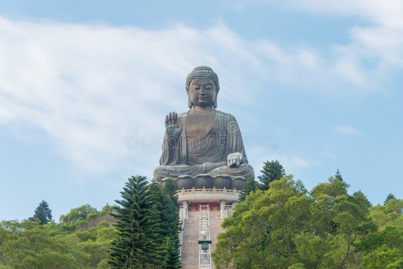 Hong Kong - December 11 2015: Tian Tan Buddha en berömd turist- fläck royaltyfria foton