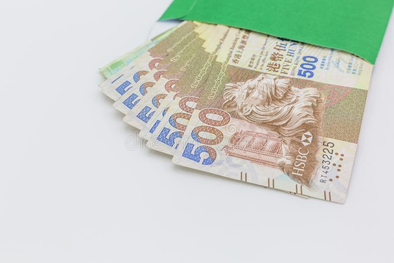 Hong Kong dolara banknotów pieniądze w zielonej kopercie na białym tle, Pięćset Hong kong dolarów zdjęcie stock