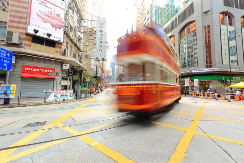 Hong Kong Double-Decker Tram in der Bewegung stockfotos
