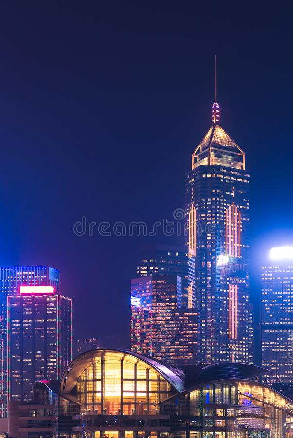 Hong Kong du centre pendant la vue crépusculaire de temps de Kowloon image libre de droits