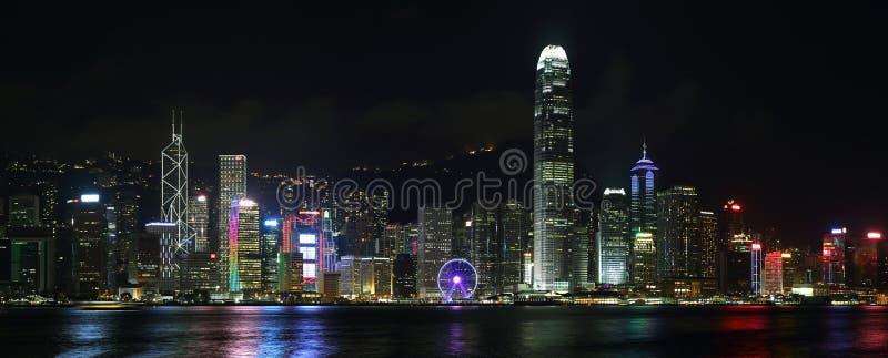 Hong Kong-eilandhorizon bij nacht stock afbeeldingen