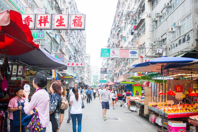 Hong Kong, el 24 de septiembre de 2016:: Mercado fresco en Fa Yuen Street fotos de archivo libres de regalías