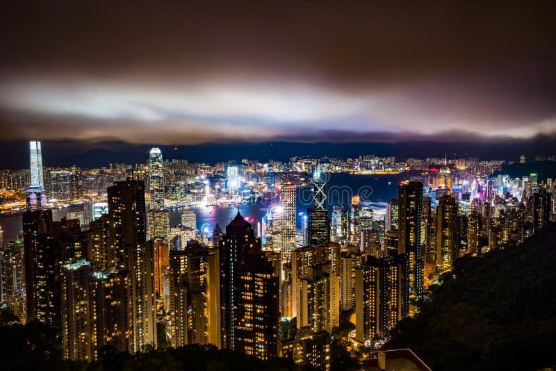 Hong Kong em a noite fotografia de stock royalty free