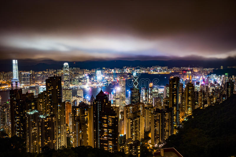 Hong Kong entro la notte fotografia stock libera da diritti
