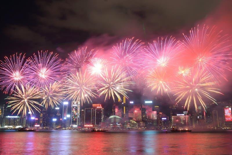 Hong Kong: Exhibición china 2016 de los fuegos artificiales del Año Nuevo foto de archivo libre de regalías
