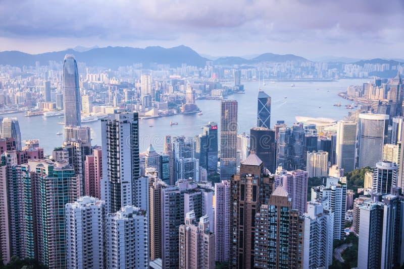 HONG KONG - 8 GIUGNO 2015: orizzonte di Hong Kong da Victoria Pe fotografie stock libere da diritti