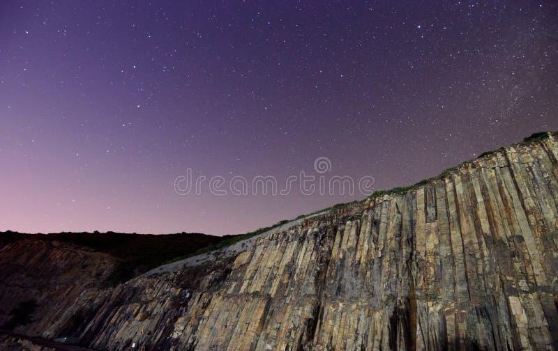 Hong Kong Global Geopark bij Nacht met Sterrige Hemel royalty-vrije stock foto's