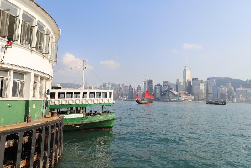 Hong Kong-haven met toeristentroep met sterveerboot royalty-vrije stock fotografie