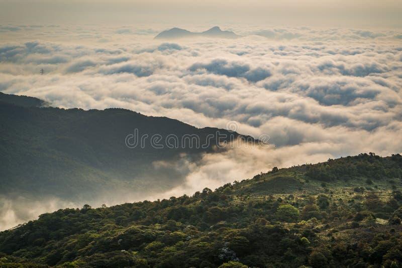 Hong Kong het overzees van wolk royalty-vrije stock afbeelding