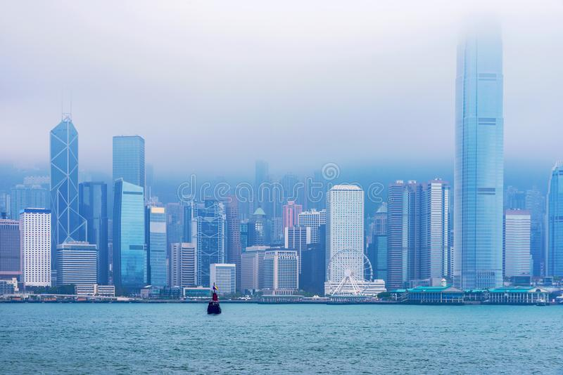 Hong Kong-horizon in mist royalty-vrije stock foto's
