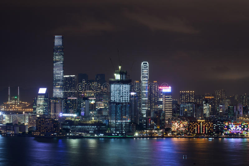 Hong Kong iluminó en la noche fotografía de archivo