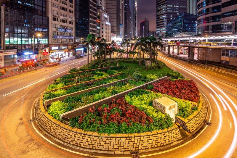 Hong Kong Kina - stadsgator på natten arkivbilder