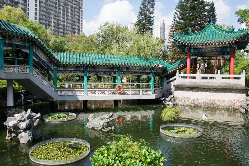 Hong Kong Kina, tr?dg?rd av gratulationer i tempelkomplexet av den Wong tai synden royaltyfri bild