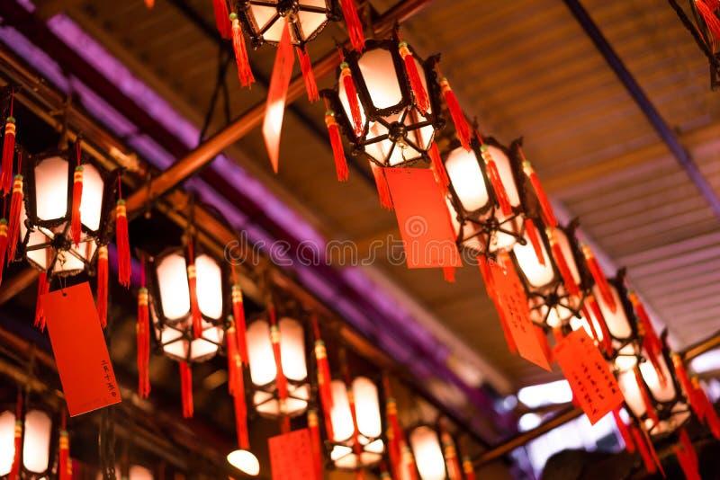 Hong Kong - 19 Kwiecień, 2014 - Chińska lampionu inside mężczyzna Mo świątynia, Sheung Blady, Hong Kong zdjęcie stock