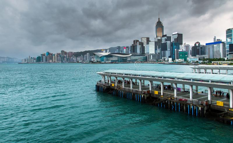 Hong Kong linia horyzontu Kowloon od Fei Ngo shanu wzgórza zmierzchu obraz stock