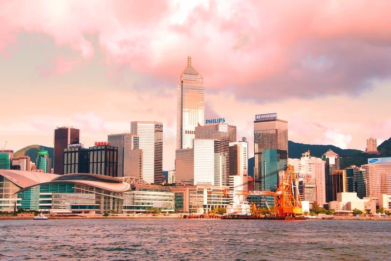Hong Kong Linia horyzontu w Różowych Brzmieniach przy Zmierzchem obraz stock