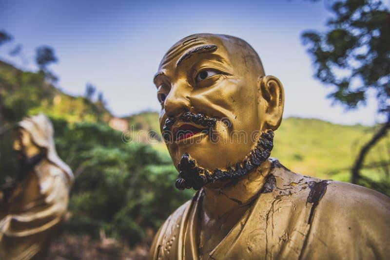 Hong Kong, Listopad 2018 - dziesięcia tysięcego Buddhas monasteru mężczyzny sadło Sze obraz royalty free