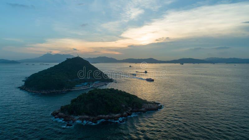 Hong Kong, molo ad ovest, fotografia aerea, guardante per inverdirsi isola immagini stock