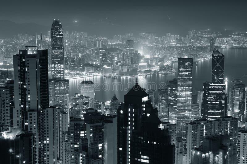 Hong Kong nachts in Schwarzweiss lizenzfreies stockbild