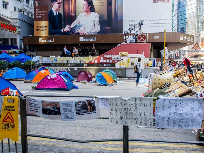 HONG KONG, NOV. 22: Die Protestierender besetzen auf der Straße in Mongkok lizenzfreie stockfotos
