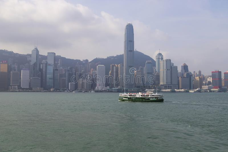 Hong Kong - 24 novembre 2018: Victoria Harbour a Hong Kong, Tsim Sha Tsui, Hong Kong, vista della città del punto di riferimento  immagine stock libera da diritti