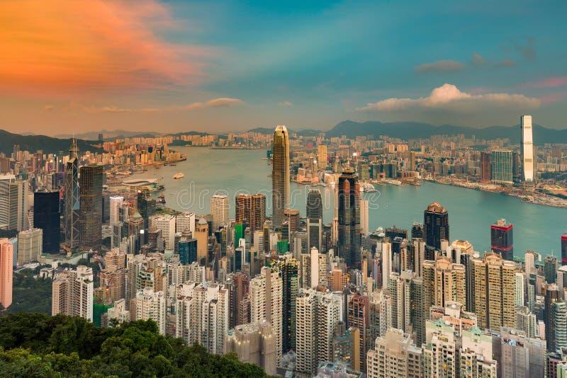 Hong Kong overvol stadssatellietbeeld over Victoria-baai royalty-vrije stock afbeeldingen