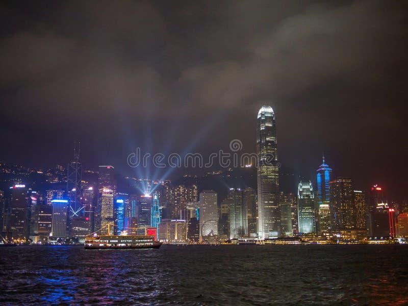 Hong Kong panoramahorisont på natten arkivbild