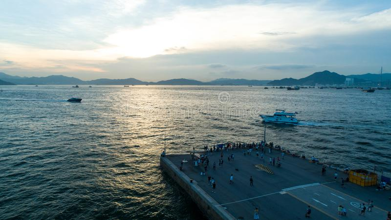 Hong Kong, quai occidental, photographie aérienne, beaucoup de personnes en vacances à ceci images libres de droits