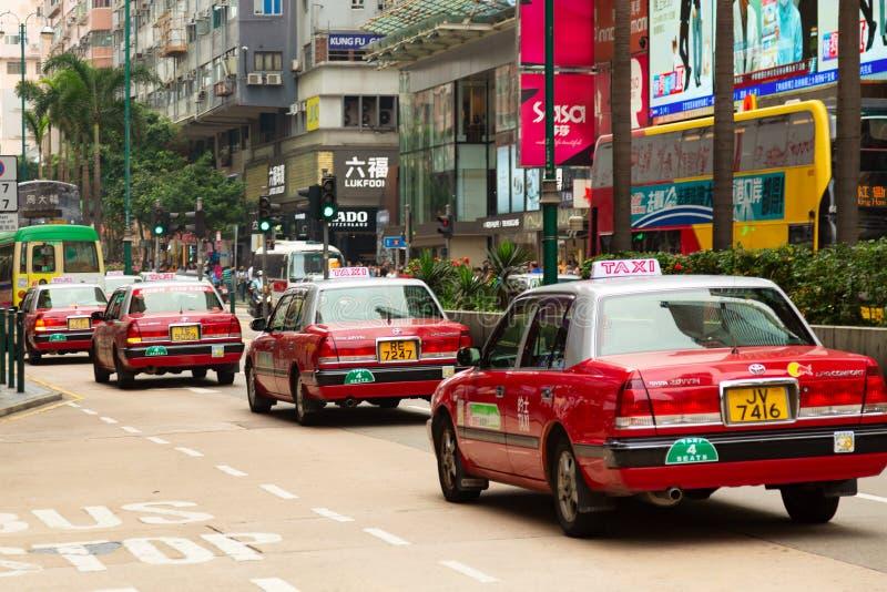 Hong Kong, SAR China - em maio de 2019 - carros típicos do táxi de Hong Kong Carros vermelhos do conforto da coroa de Toyota em u fotos de stock royalty free