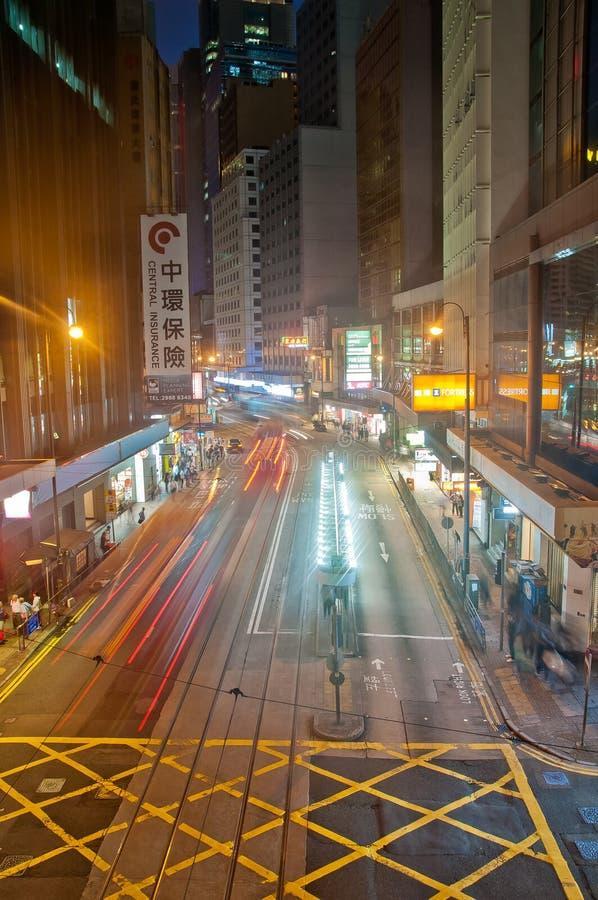 HONG KONG, HONG KONG SAR - 17 DE NOVIEMBRE DE 2018: Escena ligera del movimiento de la falta de definici?n de la tranv?a y del tr fotografía de archivo libre de regalías