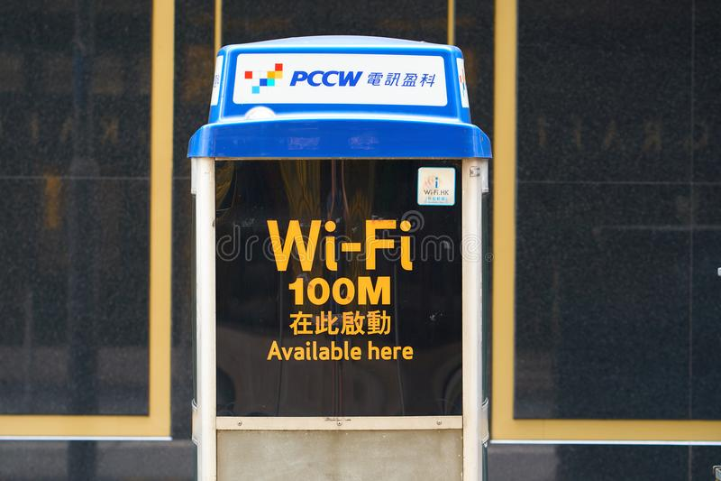 HONG KONG - 2 september, 2017: Openbare WiFi-telefooncel en hots stock foto
