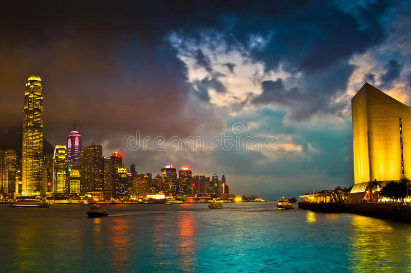 Hong Kong Skylight en el paisaje de la oscuridad imagen de archivo