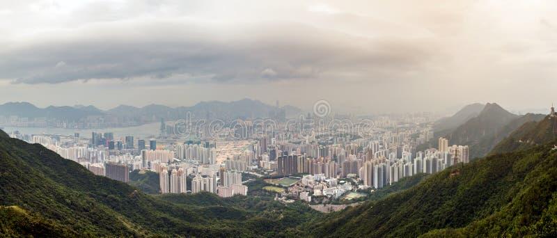 Hong Kong Skyline Kowloon de coucher du soleil de colline de Fei Ngo Shan images libres de droits