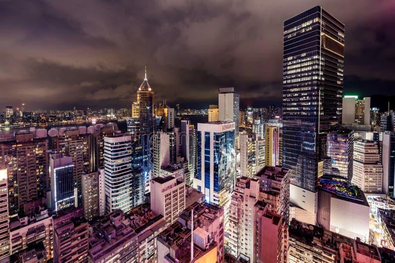 Hong Kong Skyscrapers com luzes imagem de stock