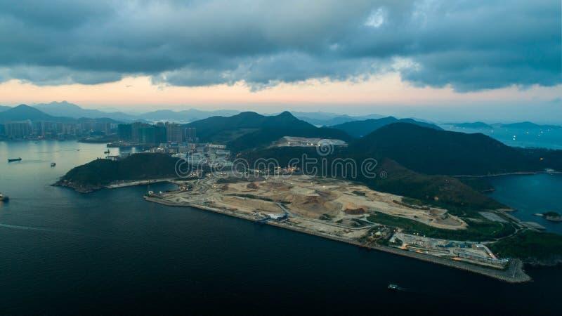 Hong Kong Sunset en el vertido industrial del estado de Tseung Kwan O de la puesta del sol del parque de Lohas fotos de archivo