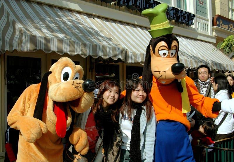 Hong-Kong: Torpe y Pluto en Disneylandya imagen de archivo libre de regalías