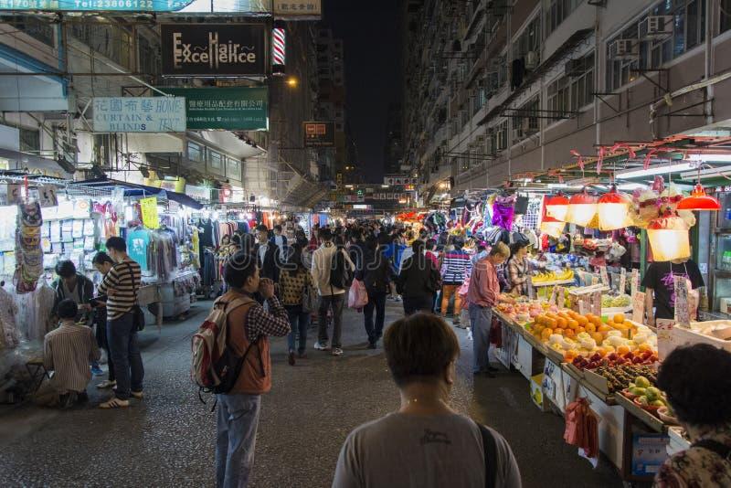 Hong Kong Tung Choi Street marknad också som är bekant som damers marknad royaltyfri fotografi