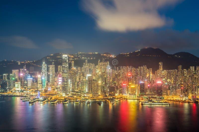 Hong Kong w Kowloon terenu linii horyzontu widoku od Wiktoria szczytu w Hon zdjęcia stock