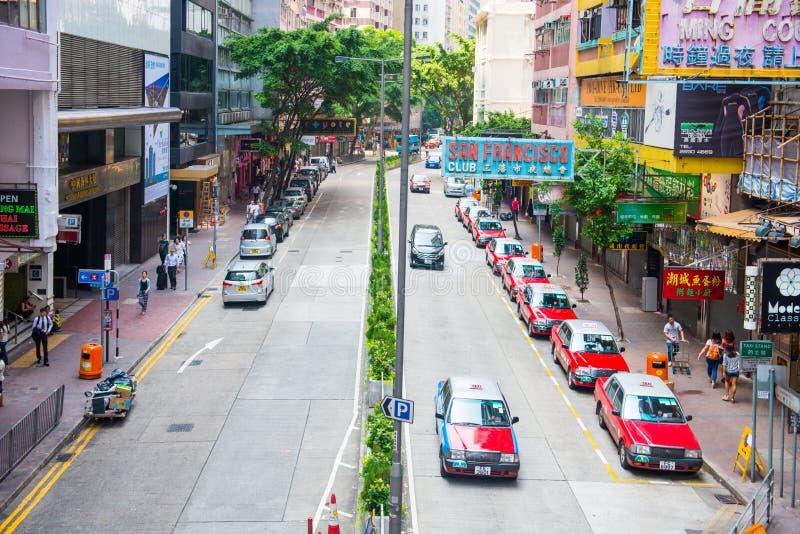 Hong Kong, Wrzesień - 22, 2016: Czerwony taxi na drodze, Hong Kong obrazy stock