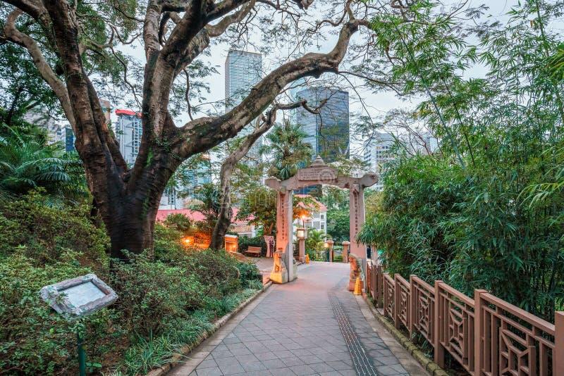 Hong Kong Zoologiczny przy półmrokiem i ogródy botaniczni w Środkowym okręgu Wejście łuk obrazy royalty free