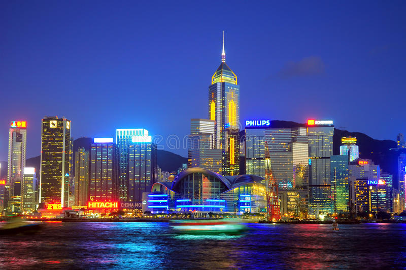 Hong- Konghafenansicht nachts lizenzfreie stockbilder