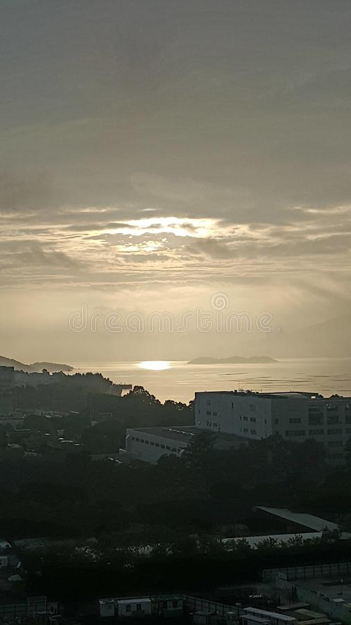 Hong- Kongsonnenaufgangtageswolkenmorgen tai PO stockbild