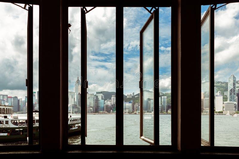 Hong- Kongstadtansicht von der Pierfähre lizenzfreie stockbilder