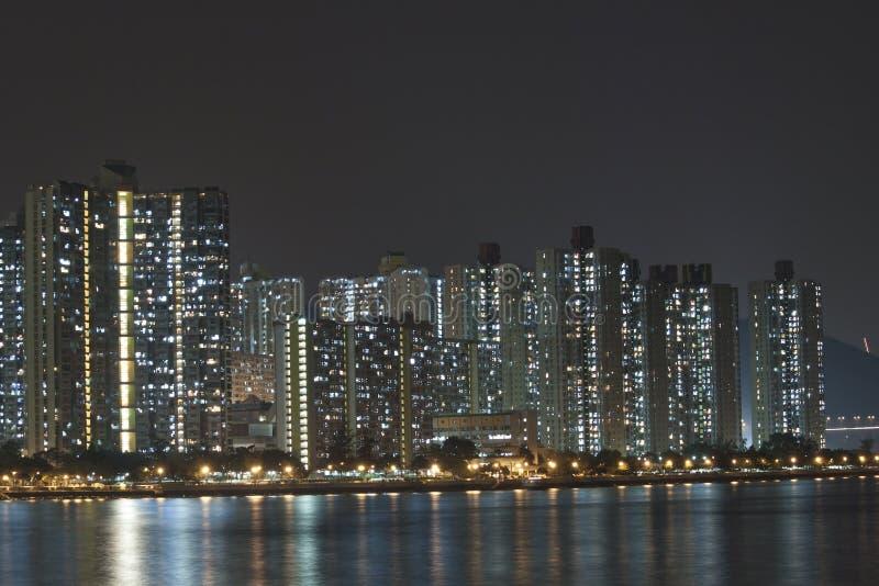 Hong- KongWohnblöcke nachts lizenzfreie stockfotos