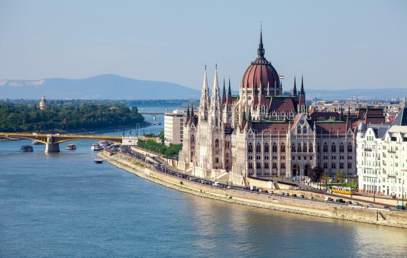 Hongaars Parlementsgebouw in Boedapest, Hongarije op zonnig DA stock foto