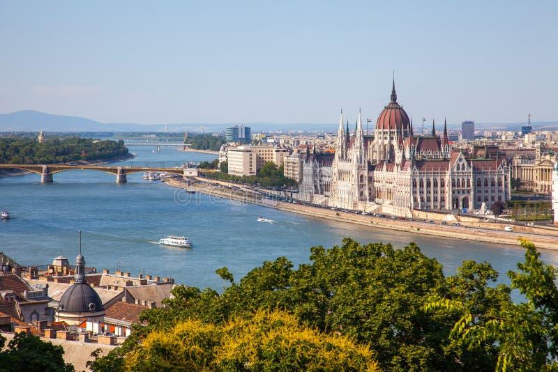 Hongaars Parlementsgebouw in Boedapest, Hongarije op zonnig DA royalty-vrije stock foto