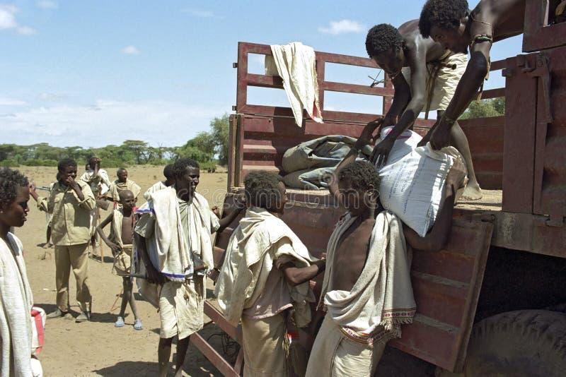 Honger en dorst voor Verafgelegen mensen in Ethiopische woestijn royalty-vrije stock afbeelding